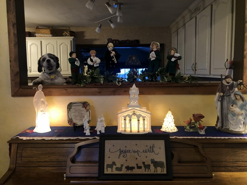 Piano top lights and figurines