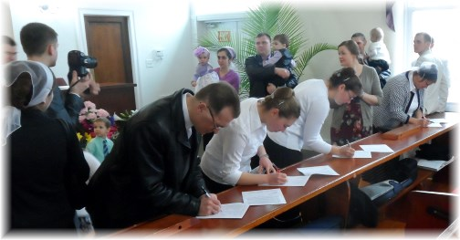Russian church signing petitions for persecuted brethren 3/31/13