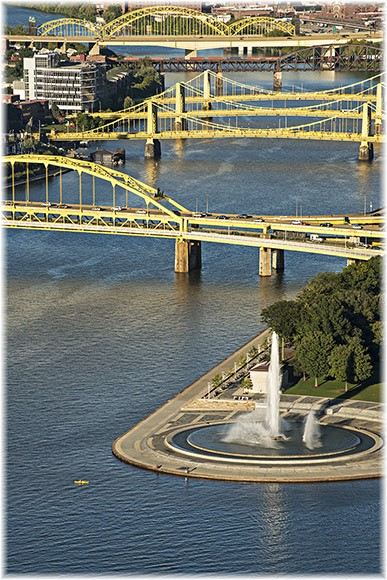 Pittsburgh bridges (photo by Howard Blichfeldt)