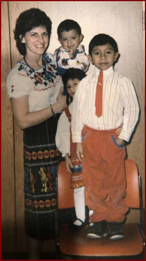 Brooksyne with Guatemalan children c19884/19 (Click to enlarge)