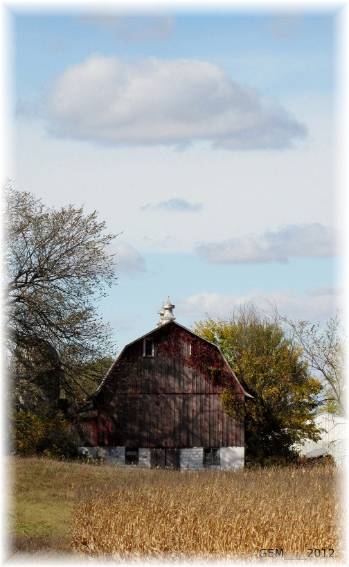Wisconsin barn in Autumn (photo by GEM)
