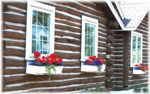 Door County Wisconsin window boxes (photo by GEM)