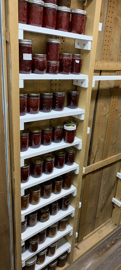 Shelving with jams