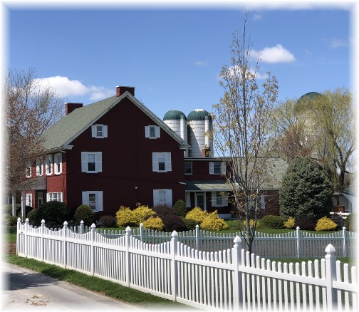 Lapp Valley farmhouse 4/26/18 (Click to enlarge)