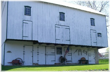 Overhang barn in Lancaster County, PA