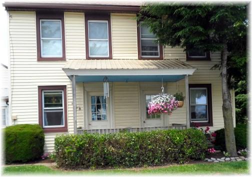 Lancaster County yellow farmhouse 06-20-13