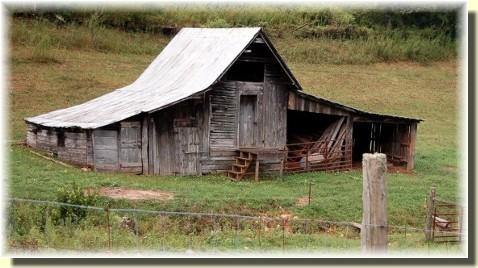 Old barn (photo by Doris High)
