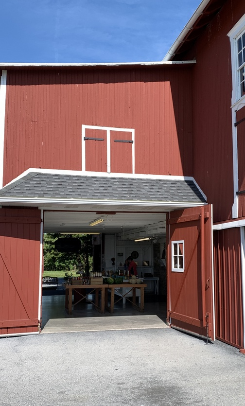 Seyfert Orchards sales barn (click to enlarge)