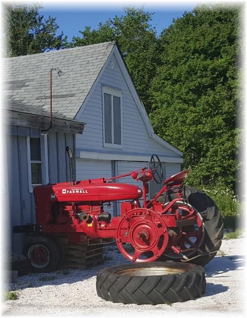 Sconicutt Neck Farmall tractor, MA 6/18/16