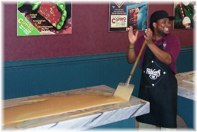 Singing fudge maker
