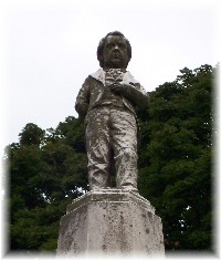 Tom Thumb Statue