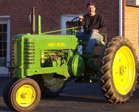 John Deere tractor (click to enlarge)