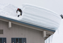 Removing heavy snow on roof